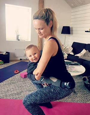 swatgym Sanna Wranå mammatränare muskeldelning mamma hemma